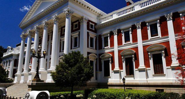 Bond sudafricani fuori dal rally globale e non si escludono nuovi cali con l'eventuale