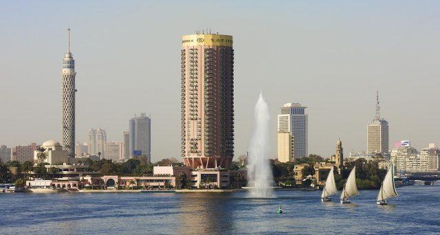 Obbligazioni verdi in arrivo dall'Egitto. Saranno emesse in dollari o euro entro la fine dell'anno fiscale, con l'obiettivo di ridurre i costi di rifinanziamento dell'alto debito pubblico. Il Cairo sta allettando i mercati internazionali.