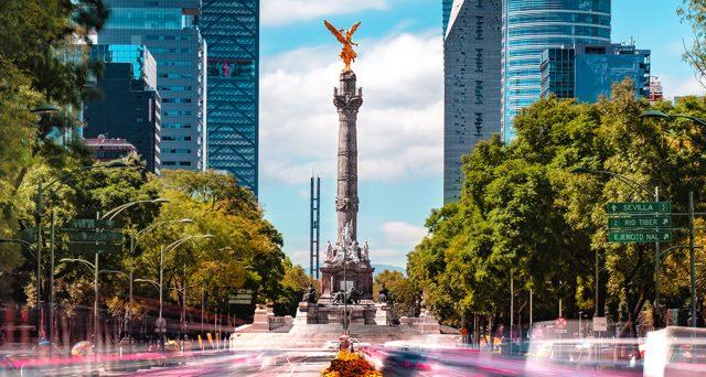 Il Messico fa il pieno di dollari alla sua prima asta internazionale dell'anno. L'alta domanda sulle scadenze lunghe sembra un buon segnale, ma i rischi sovrani restano elevati.