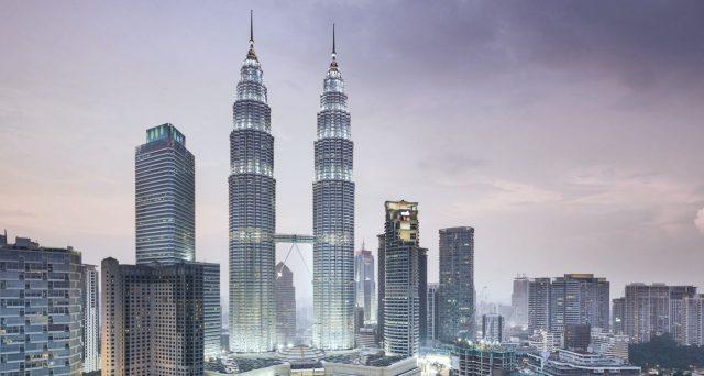 Nuove obbligazioni in dollari per Petronas dopo 5 anni. La compagnia petrolifera statale della Malaysia fa gola al mercato, così come i bond sovrani di Kuala Lumpur.