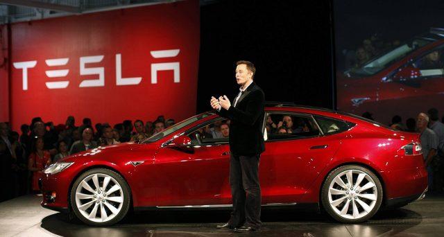 Boom delle azioni Tesla a Wall Street sui numeri delle vendite di auto elettriche della casa di Elon Musk. E seguono a ruota le obbligazioni emesse in questi anni, alcune con rendimenti clamorosi.