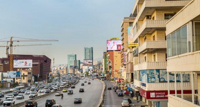 Rating declassato, rendimenti ormai vertiginosi e default praticamente certo. I mercati si preparano al peggio con il Libano, ma serve un piano di riforme e di aiuti per evitare il crac incontrollato.