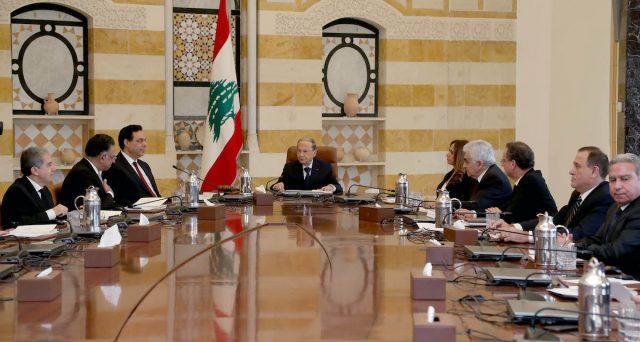 Le obbligazioni sovrane in dollari del Libano crollano sulle voci di una imminente ristrutturazione e sull'apertura di un'indagine a carico delle banche locali e relativa alla vendita dei bond agli investitori stranieri. I rendimenti esplodono.