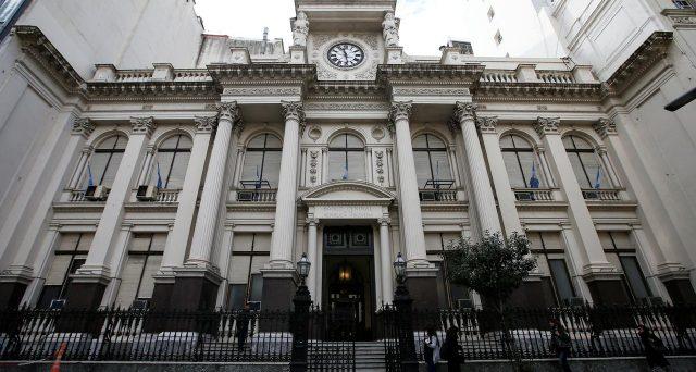Creditori dell'Argentina in tensione sulla nuova scadenza fissata a oggi dalla provincia di Buenos Aires per trovare un accordo di ristrutturazione del bond 2021. Tra gli obbligazionisti regna la diffidenza.