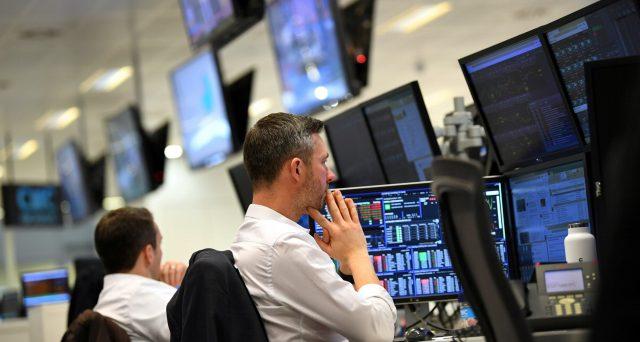 Il rally del mercato obbligazionario in tutto il mondo sta facendo segnare ennesimi record, sostenuti da liquidità abbondante come mai prima. Ma dietro l'angolo si celerebbero grossi rischi per i bond.