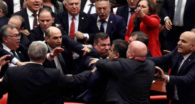 Obbligazioni e lira in Turchia recuperano parte delle perdite accusate a febbraio, eppure la situazione geopolitica ed economica nel paese emergente resta tesa.