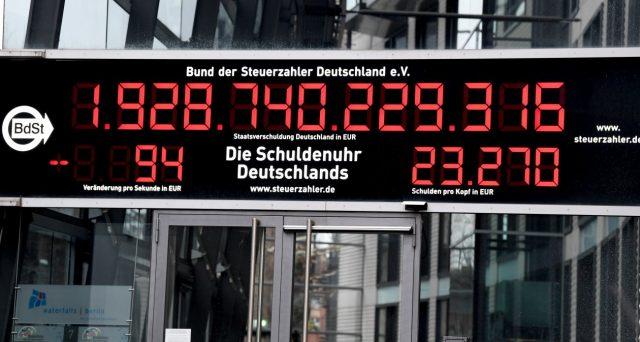 Rendimenti tedeschi in picchiata e il Bund 2050 senza cedola, emesso per la prima volta nell'agosto scorso, balza del 31% da inizio anno. I segnali dall'obbligazionario appaiono molto negativi.