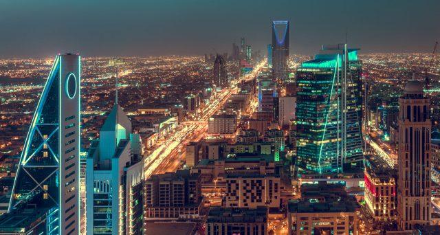 Obbligazioni del regno fino a scadenze lunghissime e a rendimenti relativamente alti. Forte riscontro sul mercato, anche se i conti pubblici sauditi peggiorano decisamente con la crisi del petrolio.