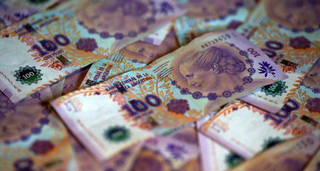 Gli obbligazionisti dell'Argentina non hanno accettato i termini della proposta avanzata dal governo di Buenos Aires per rinegoziare il debito sovrano. E oggi scadono le cedole su bond per 500 milioni di dollari, facendo decorrere i 30 giorni per il default.