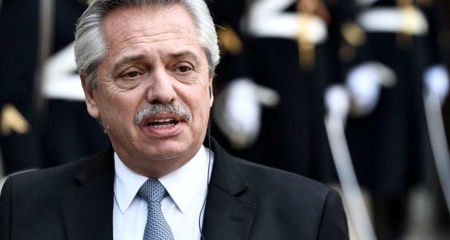 Rinviati i pagamenti per 10 miliardi delle obbligazioni in dollari emesse sotto la legge argentina. Il presidente Alberto Fernandez avvia il terzo default di Buenos Aires da inizio millennio.