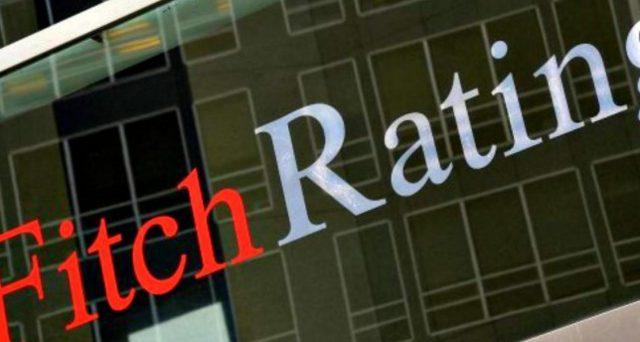 L'agenzia ha tagliato il rating sovrano italiano a un solo gradino sopra il livello