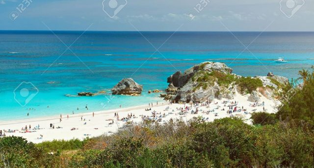 Le Isole Bermuda sono una meta dei capitali finanziari di tutto il mondo e si mostrano poco indebitate, oltre che molto ricche. Vediamo quattro titoli su cui puntare.