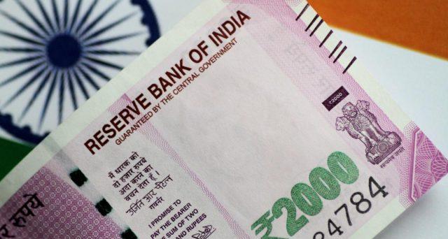 Rendimenti indiani tra i più alti in Asia, eppure Nuova Delhi registra deflussi dei capitali negli ultimi mesi. Cerchiamo di capire come sia possibile.