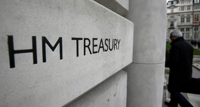 Il Tesoro di Sua Maestà ha emesso ieri il primo Gilt con rendimenti sottozero, un fatto che aprirebbe la strada a un ulteriore cambiamento sul mercato obbligazionario mondiale.