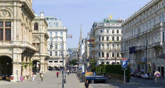 Rendimento in calo e boom dei prezzi subito dopo l'inizio delle negoziazioni per le obbligazioni secolari austriache. Il mercato corre a comprare il debito di Vienna.