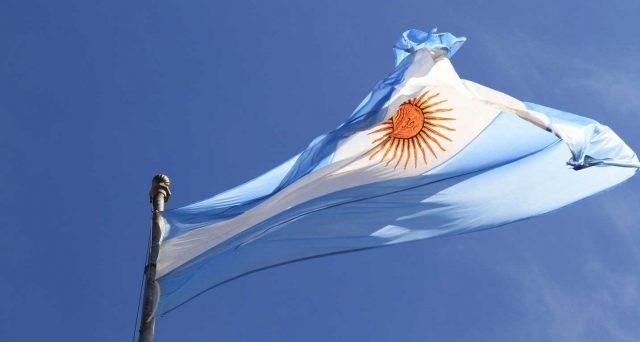 Rinegoziazione del debito pubblico argentino in alto mare, ma le posizioni tra governo e obbligazionisti si avvicinano. Buenos Aires resta in default.