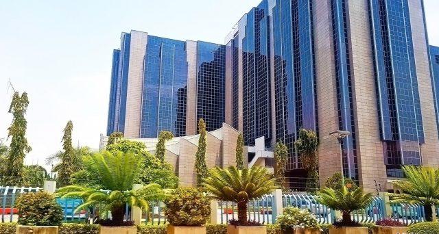 La Nigeria è considerata un emittente speculativo e la svalutazione del naira probabilmente non sarà sufficiente a garantire la solvibilità del suo debito in dollari a breve termine.