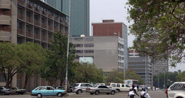 Obbligazioni sui mercati esteri a 30 anni, l'emissione annunciata dallo Zimbabwe lascia perplessi. L'economia dello stato africano è a terra e non s'intravedono miglioramenti nel prossimo futuro.