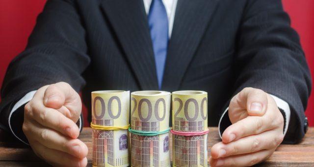Concluso il collocamento del Tesoro, iniziato lunedì 6 luglio. Le adesioni non sono state numerose come per il BTp Italia, ma il flop totale è stato scongiurato.