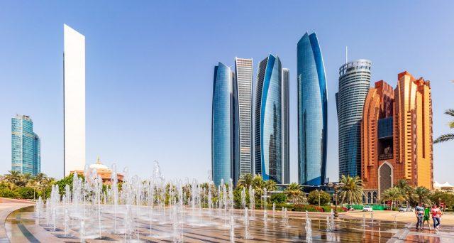 Nuova emissione in dollari e in tre tranche per Abu Dhabi, che corre così ai ripari contro le basse quotazioni del greggio. E il collocamento di aprile ha fruttato fino al 25%.
