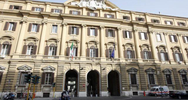Il Tesoro ha collocato nuovo debito per 8,25 miliardi di euro, il massimo fissato dalla forchetta. Il bond febbraio 2026 è stata l'emissione più corposa.