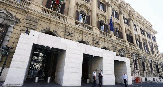 Emissioni di titoli di stato anche nella settimana di Ferragosto. Il Tesoro non cancella l'appuntamento con il mercato e offre fino a 13,75 miliardi di euro tra BoT e BTp.