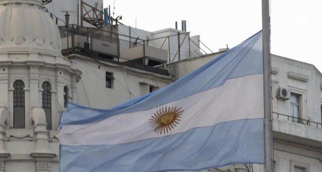 Le obbligazioni dell'Argentina a 100 anni furono emesse solo nel 2017 e già sono state ristrutturate per porre fine al default. Il titolo scambia ormai a poco più di 40 centesimi.