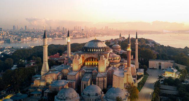Lira turca in forte calo sui mercati nelle ultime sedute, mentre la banca centrale potrebbe trovarsi presto costretta a varare una nuova stretta monetaria. E l'obbligazionario cede.
