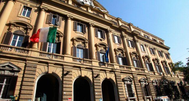 Il soccorso della BCE ai titoli del debito pubblico italiano si sta rivelando provvidenziale. Rendimenti in calo, grazie alla forzatura di Francoforte sugli acquisti.