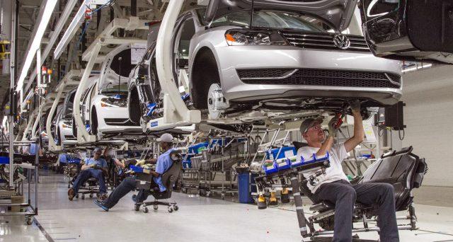 La casa automobilistica tedesca sta per collocare sul mercato le sue prime obbligazioni verdi, volendo scrollarsi di dosso l'immagine negativa uscita dallo scandalo emissioni inquinanti del 2015.