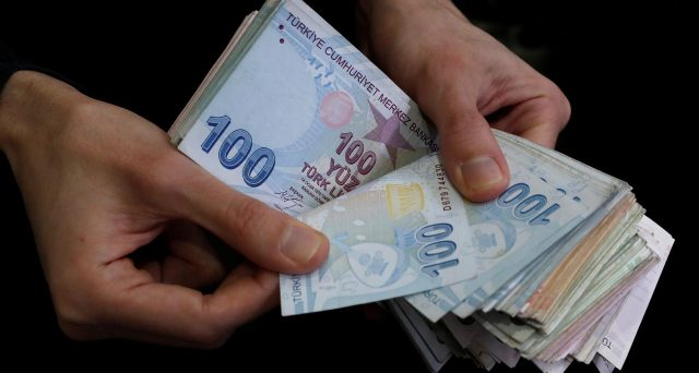 Rendimenti obbligazionari in rialzo dopo la decisione della banca centrale di tenere invariato il costo del denaro per la terza volta di fila.