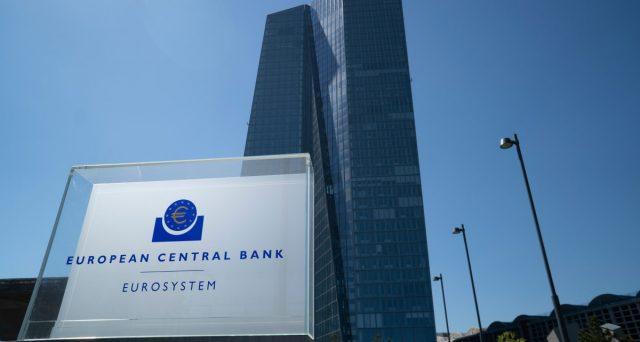 La Banca Centrale Europea starebbe valutando l'impatto del piano straordinario varato nel marzo scorso e la sua durata ottimale.  Per i titoli di stato italiano emerge una prospettiva interessante.