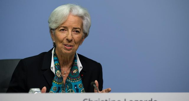 La Bce ha lasciato invariati i tassi d'interesse, ma ha fatto capire di essere pronta a potenziare gli stimoli finanziari.