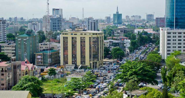 Capitali intrappolati in Nigeria, dove la banca centrale vigilia sul livello minimo delle riserve valutarie e i rendimenti sovrani a breve termine sono colati a picco.