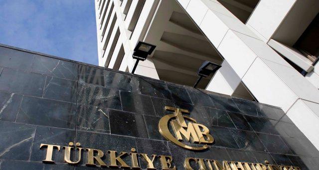 La banca centrale turca ha aumentato il costo del denaro per contrastare l'alta inflazione e il collasso del cambio, sorprendendo analisti e mercato.