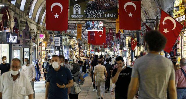Licenziato il capo della banca centrale turca