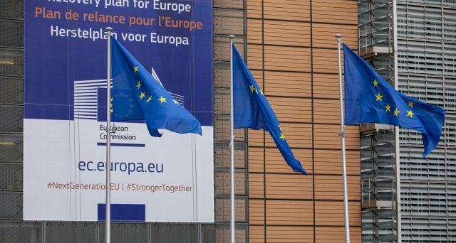 Eurobond, nuova emissione a 5 e 30 anni