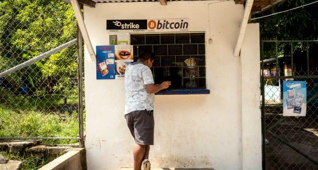 El Salvador declassato a causa dei Bitcoin