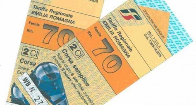 Spariranno i biglietti chilometrici per i treni regionali, ecco entro quale data andranno utilizzati per non perderli.