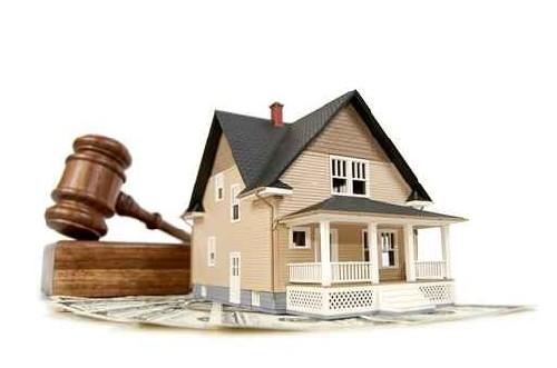 Cosa accade in un'asta giudiziaria immobiliare dalla gara al pagamento? Una piccola guida che spiega passo passo come funziona.