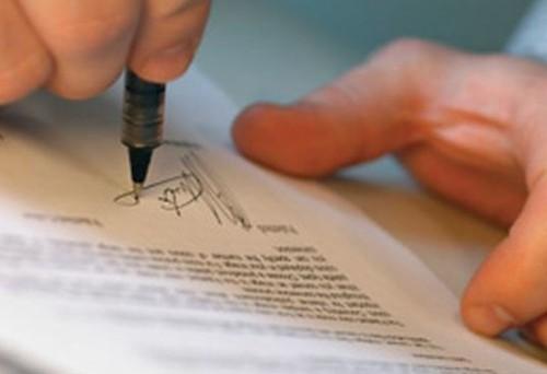 Non basta solo la firma del cliente per rendere valido un contratto con una banca o con un intermediatore bancario, a sostenerlo due sentenze della Corte di Cassazione.