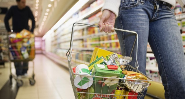 Ecco qualche piccolo consiglio su come fare a risparmiare sulla spesa alimentare.