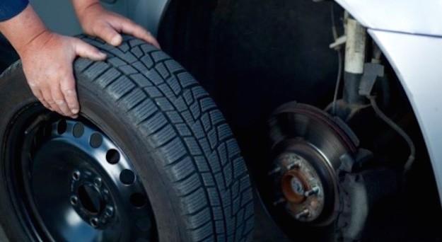 Quali parametri bisogna valutare prima di acquistare pneumatici nuovi o usati, dai gommisti o online?