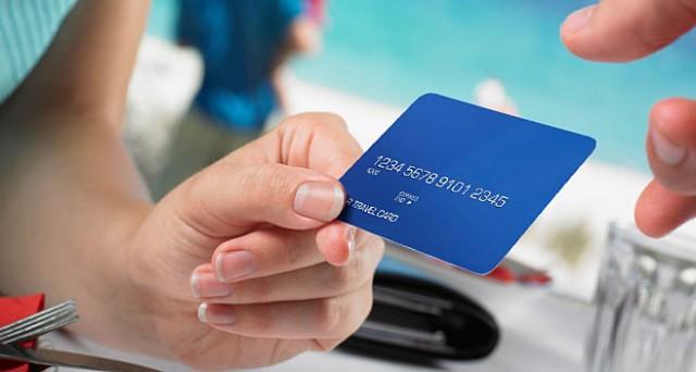 Carta di credito sicura? Certo, basta essere accorti. E se qualcuno ti addebita commissioni extra, pretendi il rimborso. Il Codice del Consumo sta dalla tua parte.