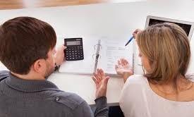 Qual è l'importo giusto che si dovrebbe richiedere quando si accende un mutuo per mantenere la rata sostenibile in base alle entrate totali? Ecco la formula