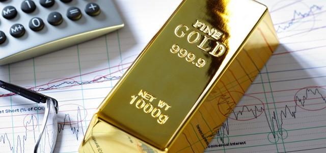 Prezzo dell'oro in calo a maggio, anche se resta in rialzo da inizio anno. Investire nel metallo conviene ancora?