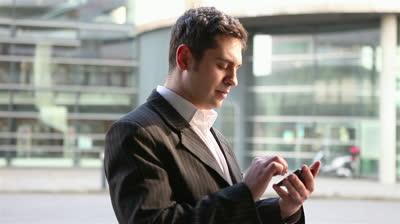 Quali sono le migliori offerte di telefonia per i clienti business? Vodafone, Tre, Tim, Wind e Fastweb a confronto sulle promozioni riservate ai titolari di partita IVA e con smartphone incluso