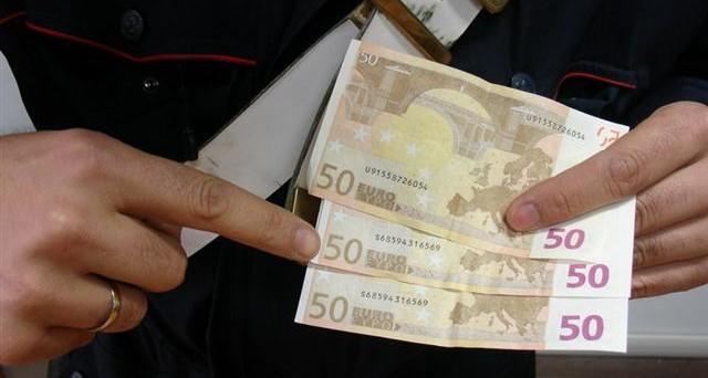 Come riconoscere le banconote false da quelle vere. Ecco gli elementi che devono essere presenti
