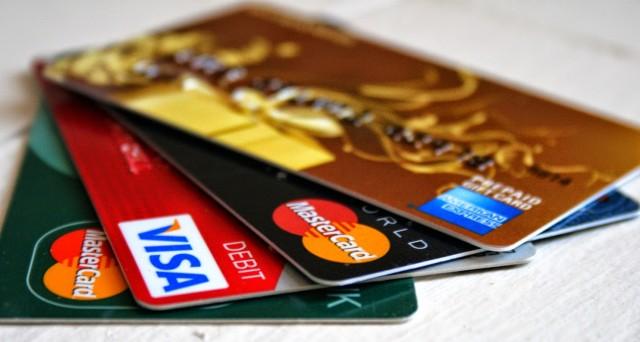 L'Associazione Codici comunica che molti consumatori scelgono di utilizzare la carta di credito pagando le spese a rate senza però conoscere a fondo tutti i rischi economici che si corrono.