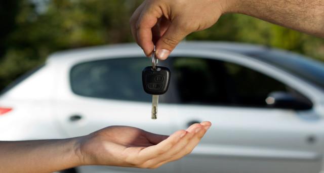 Il passaggio di proprietà  auto è una pratica obbligatoria per chi vende o compra un veicolo usato. Richiede una serie di documenti da presentare entro i termini di legge.